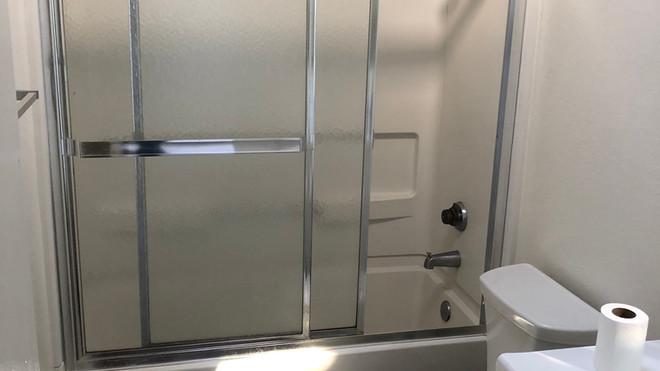 Upstairs 2+2 Bathroom - 1,050 sq.ft.