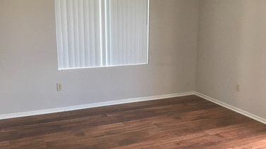 1+1 Downstairs Bedroom - 900 sq.ft.