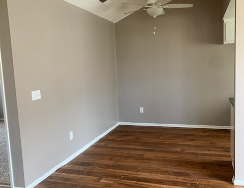 3+2.5 Townhouse Dining Room - 1,400 sq.ft.