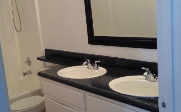 2+2.5 Townhouse Master Bathroom - 1,400 sq.ft.