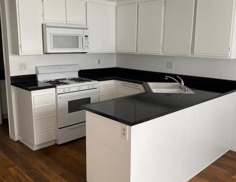 2+1.5 Townhouse - 950 sq.ft. - Kitchen