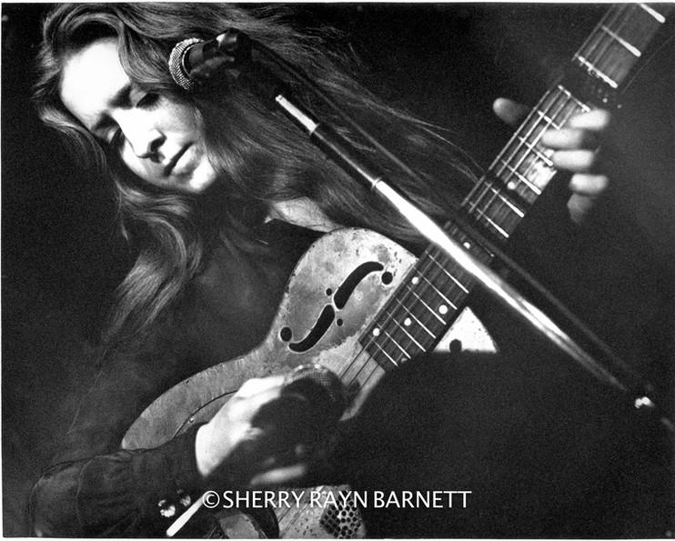 Bonnie Raitt 1969, The Gaslight Cafe, NYC