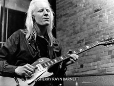 Johnny WInter 1970 NYC @ Dan Armstrong G