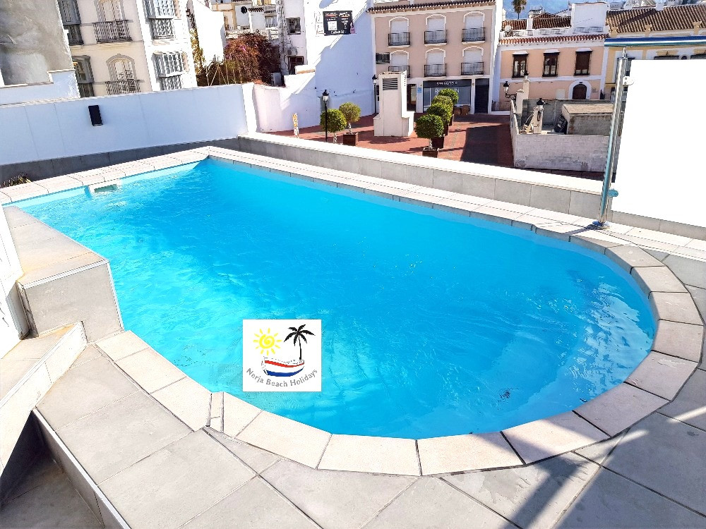 Rooftop swimming pool Jacuzzi