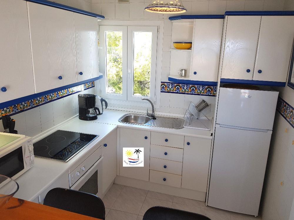 Paraiso Blanco 34 - Kitchen with breakfast bar