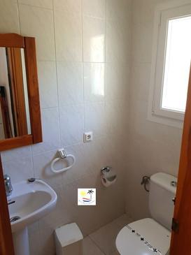 Paraiso Blanco 34 - Upstairs powder room