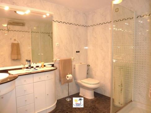 Villa Jossalan - Downstairs Bathroom 1
