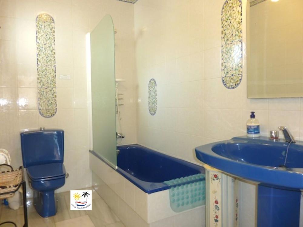 Villa Jossalan - Upstairs Bathroom