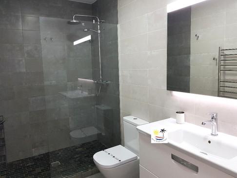 Aljamar 10b - Master bathroom