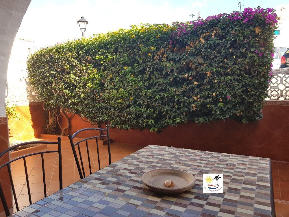 Villa Bouganvilla - Front patio