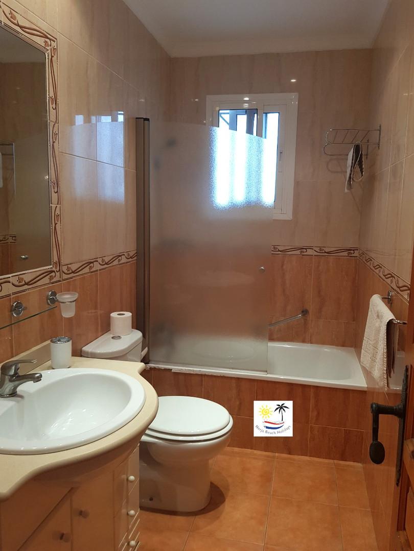 Las Palmas 14a - Bathroom