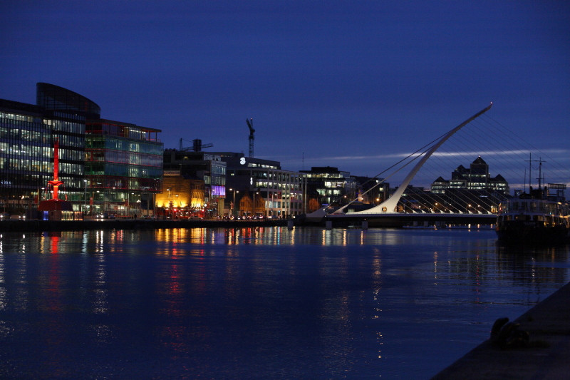 night time view of the river liffey