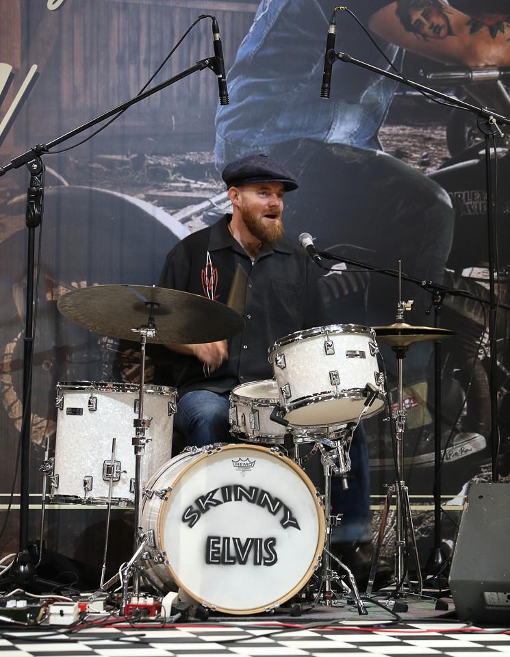 Rockabilly band Skinny Elvis, Live.