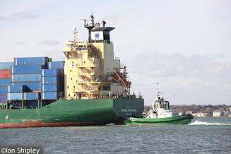 Tug boat Beaufort assiting the Rachel Borchard