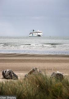 Irish ferry in Dublin Bayentering