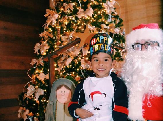 Celebrando un cumpleaños con Santa