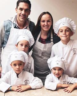 Academia de cocina y modales para toda la familia. Reserva tu lugar en el horario que mejor se te ac