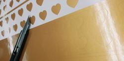 Découpe sur vinyle autocollant doré