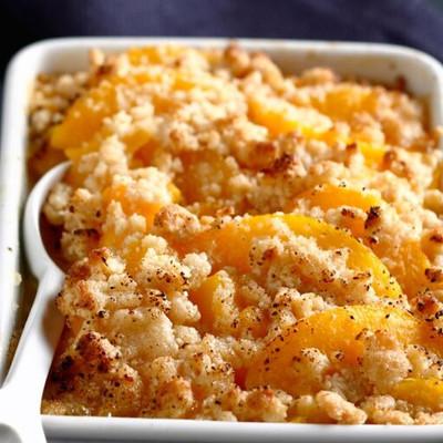 Crumble aux abricots, safran et romarin