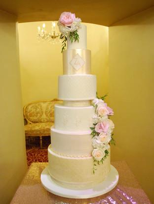 luxurious-6-tier-wedding-cake.jpg