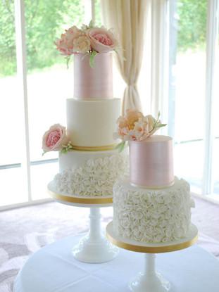 elegant-wedding-cake-duo.jpg