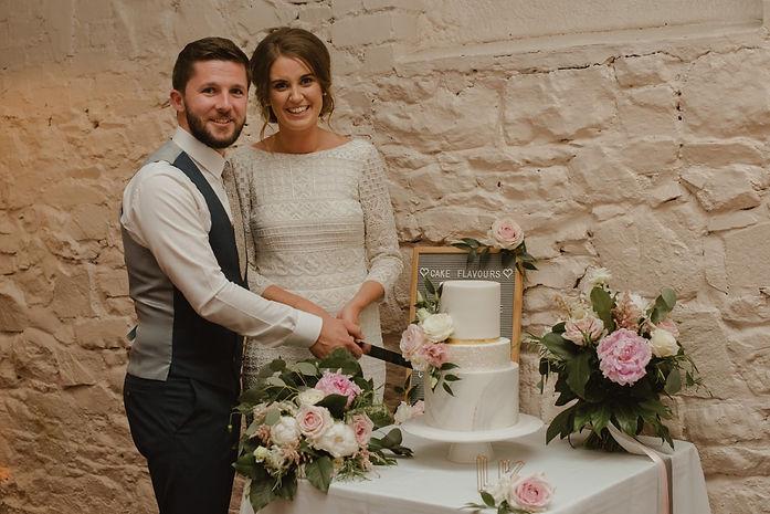 intimate-wedding-cake-larchfield-estate.