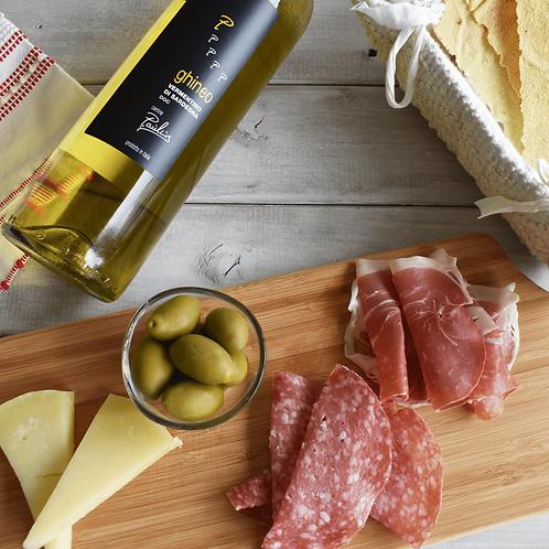 「Aperitivo Biancu 2人~3人セット」白ワインDOC、チーズDOP、生ハム&サラミ、オリーブ&パン