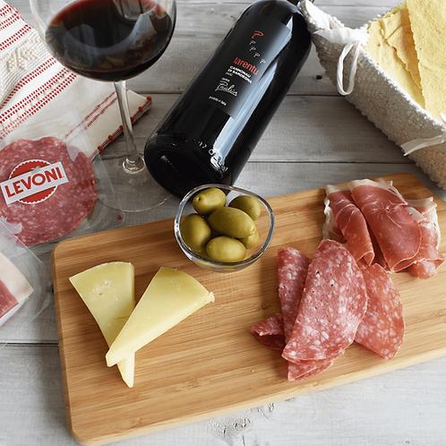 「Aperitivo Ruju 2人~3人セット」赤ワインDOC、チーズDOP、生ハム&サラミ、オリーブ&パン