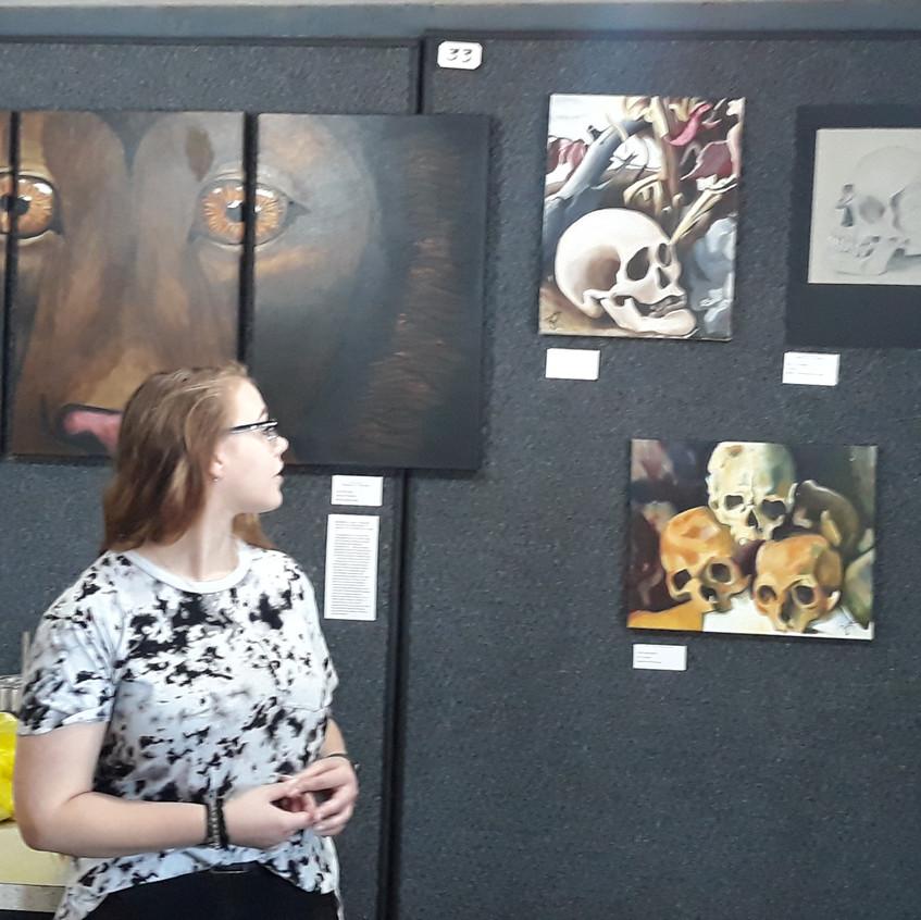 """Zoe explains her """"skull"""" art"""