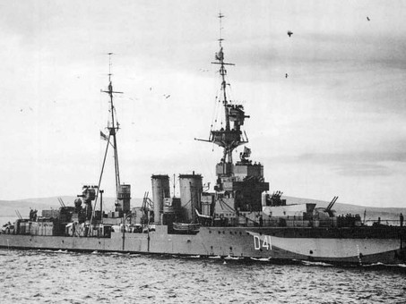 Troopship Queen Mary cuts HMS Curacoa in half 337 Men lost #militaryhistory #OTD