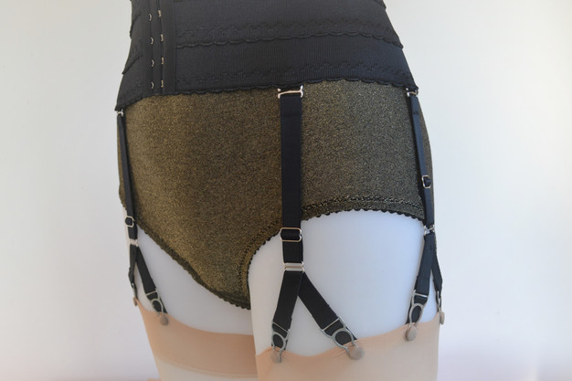 Pip & Pantalaimon Waist cincher Waspie with detable Y-Straps in black and biscotti