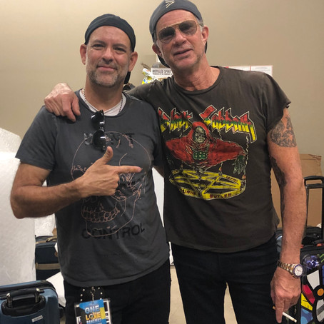 INTERVIEW WITH RED HOT CHILI PEPPERS DRUMMER CHAD SMITH DURING HIS ART SHOW IN NAPLES