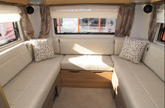 Rear lounge / king size bed