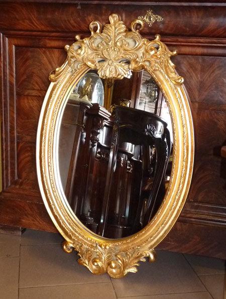N.102a Specchiera ovale con cimasa a foglia oro
