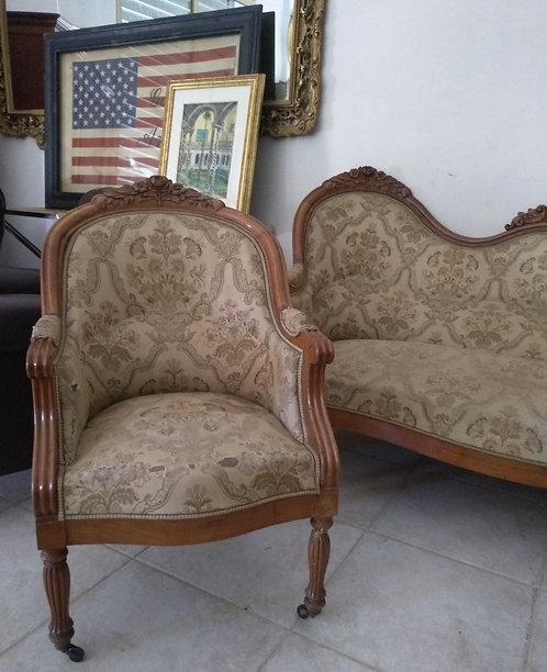 N.359 Salotto in noce primi '900 composto da divano e coppiapoltrone Lui e Lei