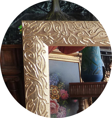 N.182b Specchiera con cornice in rilievo in foglia oro