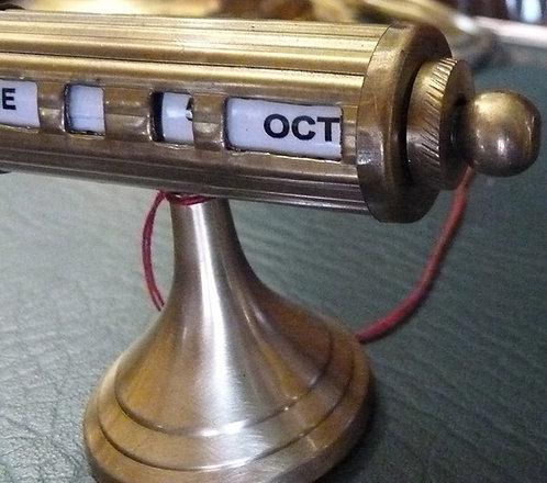 QQ79 Calendario Da Scrivania In Ottone Colore Oro