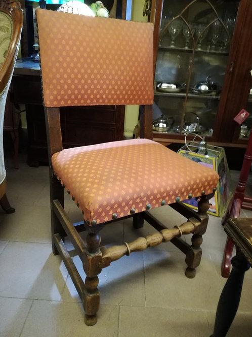 N.257 Gruppo di quattro sedie piemontesi in noce