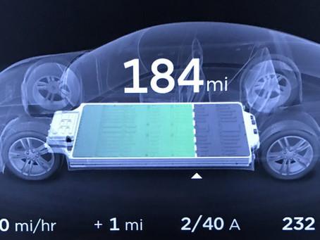 Tesla 電動車電池包的可用容量