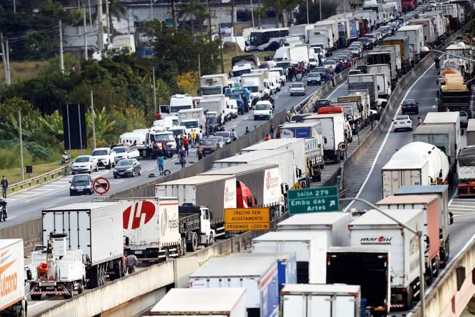 Fonte imagem: https://veja.abril.com.br/economia/economia-encolhe-334-em-maio-apos-greve-dos-caminhoneiros-mostra-bc/