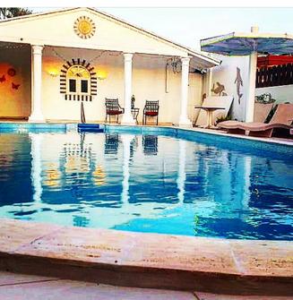 Sunflower's 12m pool