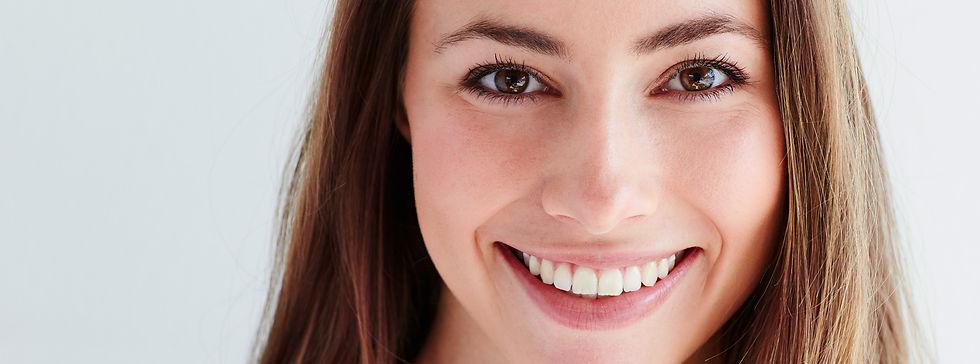 Smiling Lady at meinzahnarzt.be  Bester Zahnarzt in Kelmis für schöne weiße Zähne