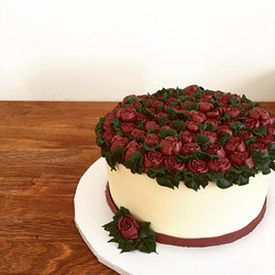 Know someone who loves cake and flowers_