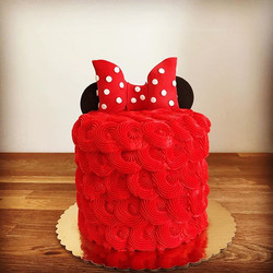 #Minniemouse themed cake and sugar cooki