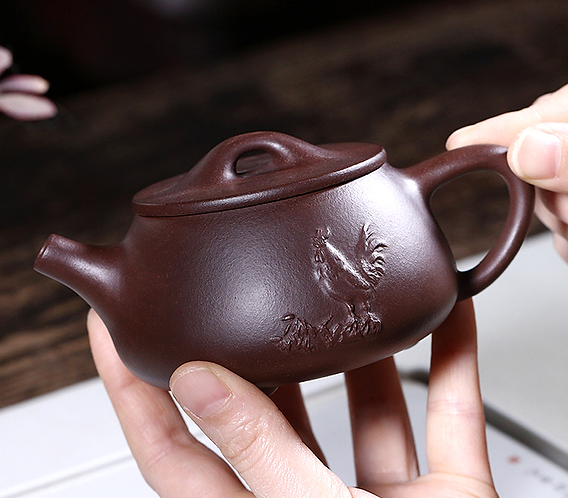Yixing Zisha Aged Purple Clay Crowing Rooster Teapot - Mr. Dot  (230ml)