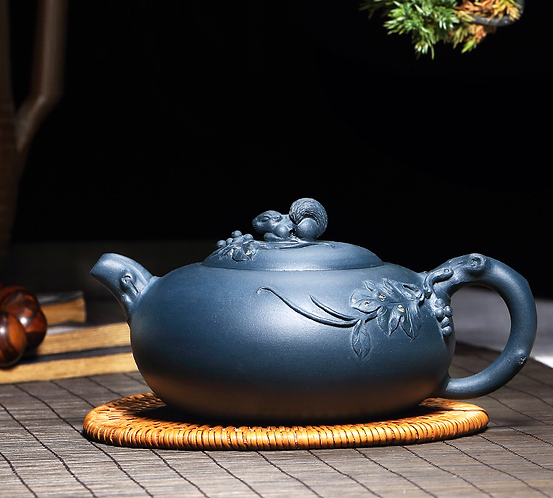 Yixing Zisha Ink Green Clay Grape Stealing Squirrel Xishi Teapot (250 ml)