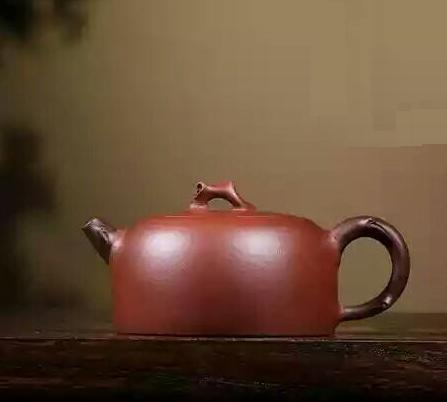 Yixing Zisha Base Clay Aged Vine Hanwa Teapot (225ml) (Name Carving)