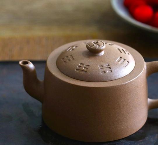 Yixing Zisha Aged Fault Clay Tai Chi Yin Yang Teapot (170ml)