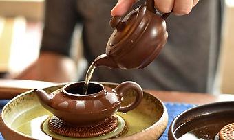 jin-guanyin-wuyi-oolong-brewing-0769-Lar