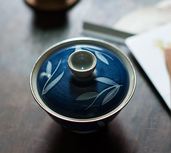 Cracked Glazed Qinghua River Grass Gaiwans (150 ml)